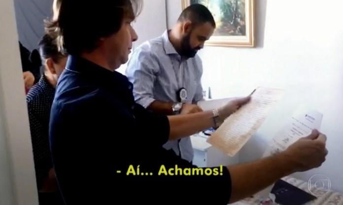 De acordo com o delegado Maurício Demétrio, Izaura envelhecia artificialmente falsos manuscritos Foto: Reprodução/TV Globo