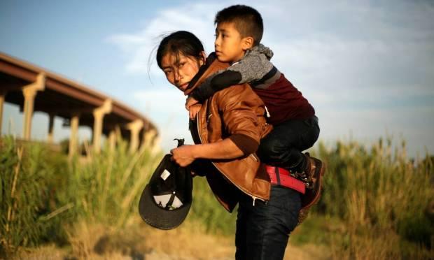 Guatemalan immigrants on the banks of the Rio Grande Photo: JOSE LUIS GONZALEZ / REUTERS