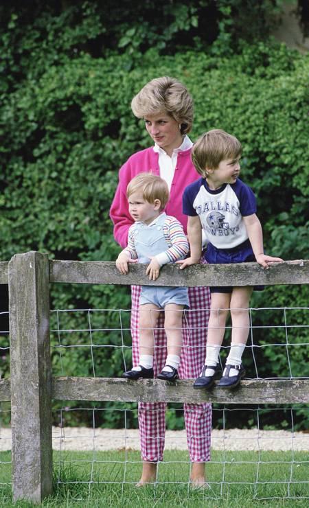 Diana with her children Photo: Tim Graham /Tim Graham Photo Library via Get