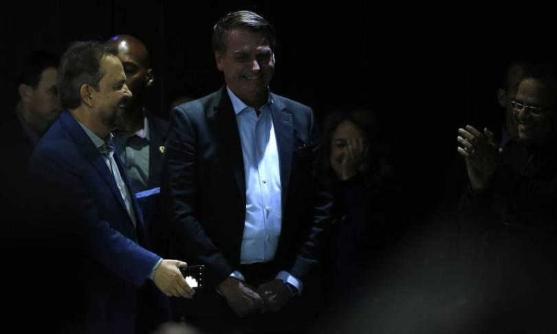 Vestindo colete à prova de balas, Bolsonaro participa de culto na Igreja Apostólica Fonte da Vida Foto: Jorge William / Agência O Globo / 04/08/2019