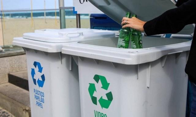 O projeto Recicla Orla está expandindo seus pontos de entrega voluntária nos quiosques Foto: Gabriela Fittipaldi / Agência O Globo