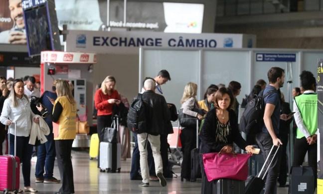 Aeroporto Internacional Tom Jobim: com fim de tarifa, taxa de embarque para voos internacionais pode cair a metade Foto: Fabiano Rocha / Fabiano Rocha