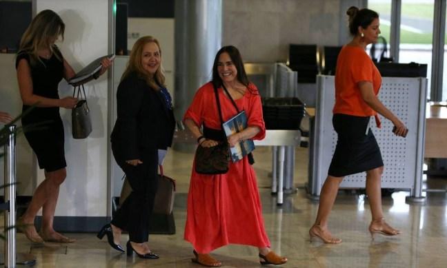 Regina Duarte saindo da reunião com o presidente Jair Bolsonaro Foto: Jorge William / Agência O Globo
