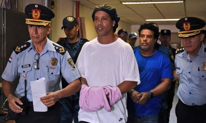 Image result for Ronaldinho é investigado por outros crimes no Paraguai além do uso de passaportes falsos, diz promotor