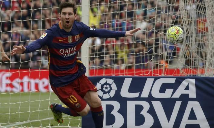 Messi é o maior vencedor da história do Barcelona, com 35 troféus conquistados com a camisa blaugrana Foto: Albert Gea / Reuters