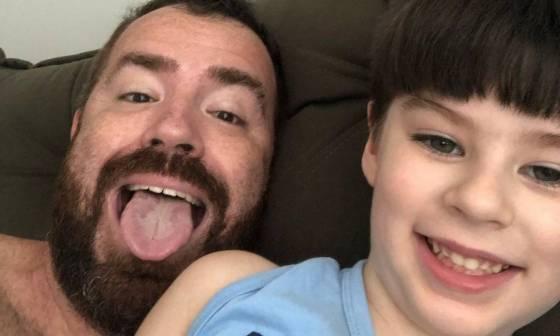 Pai e filho se divertem em selfie Foto: Playback / TV Globo