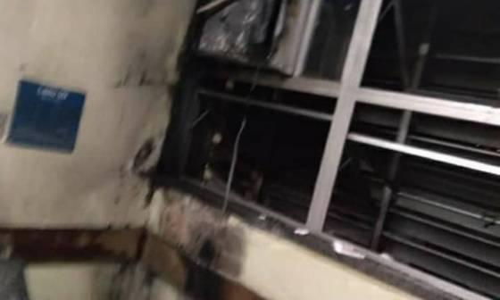 O ar condicionado que iniciou o incêndio Foto: Reprodução