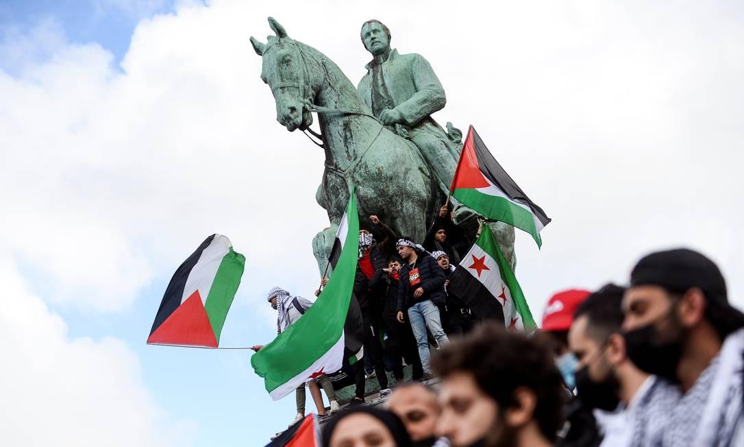 Apoiadores pró-Palestina participam de um protesto em Bruxelas, Bélgica Foto: JOHANNA GERON / REUTERS - 15/05/2021