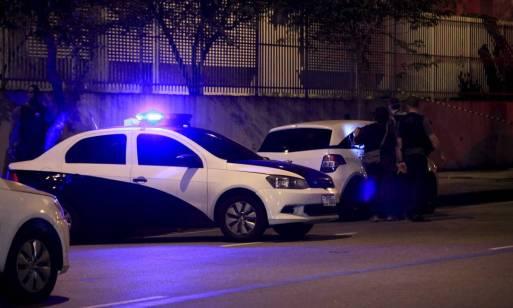 Veículo da Polícia Civil isola local do assassinato da vereadora Marielle Franco, em março de 2018: munição usada por criminosos tinha origem na PF Foto: Uanderson Fernandes / Agência O Globo
