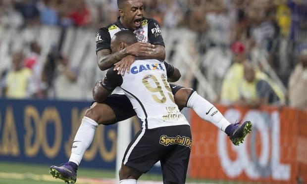 13th - CORINTHIANS (2015) - Corinthians players in a match against Goiás. Photo: Daniel Augusto Jr. / Daniel Augusto Jr./ Ag. Corinthians