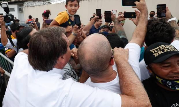 Bolsonaro makes an unscheduled stop in Cruzeiro dos Peixotos, district of Uberlândia, Minas Gerais Photo: Alan Santos / PR - 03/04/2021
