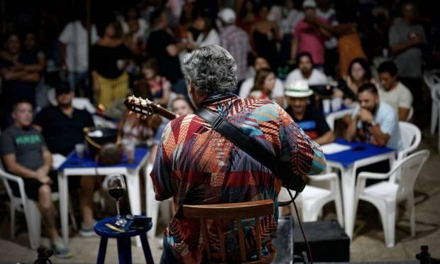 Samba do Trabalhador, at the club Renascença, Andaraí, was also taken up again Photo: Roberto Moreyra / Agência O Globo