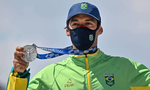 Brazilian Kelvin Hoefler winning silver medal in Tokyo Photo: JEFF PACHOUD / AFP