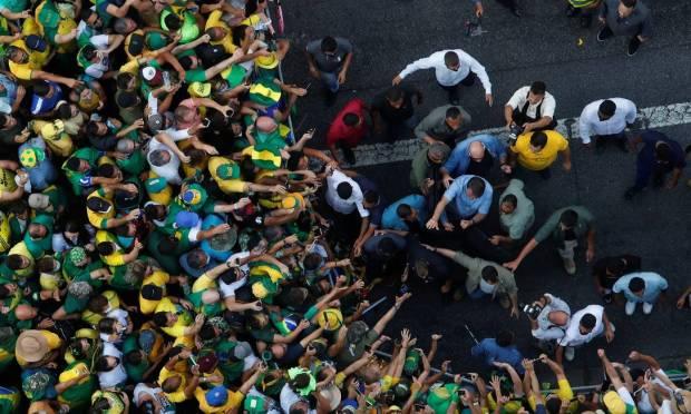 Moment when Bolsonaro arrives at the event to speak on a podium on Avenida Paulista Photo: Amanda Perobelli / REUTERS