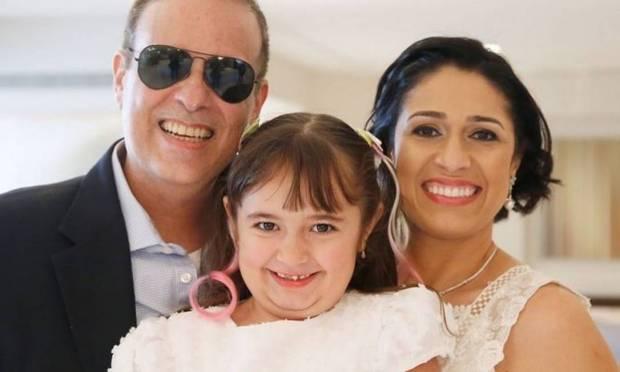 Dudu Braga, a filha Laura e a mulher Valeska Foto: Reprodução
