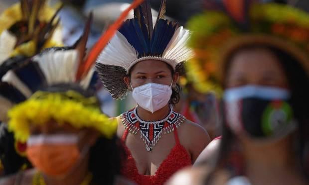 Indigenous woman seen during demonstration for demarcation of indigenous lands in Brasília Photo: Carl de Souza / AFP - 08/09/2021