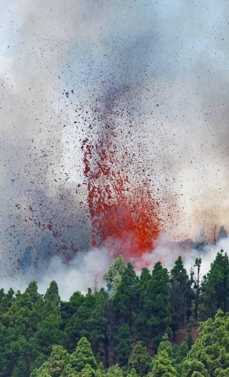 Mount Cumbre Vieja erupts in El Paso Photo: BORJA SUAREZ / REUTERS