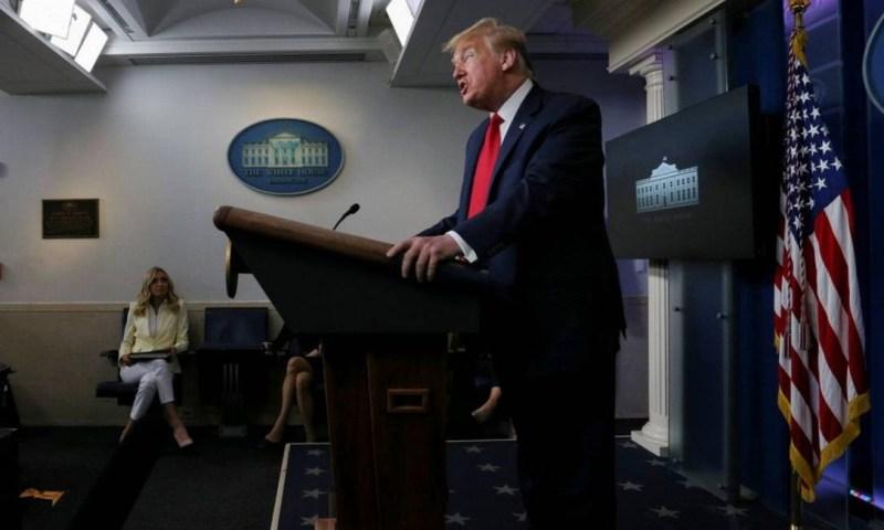 O presidente dos EUA, Donald Trump, em entrevista na sexta-feira Foto: LEAH MILLIS / REUTERS