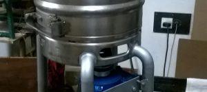 Mašina za odvajanje koštica