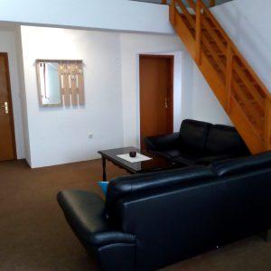 Izdajem stan 65 m2 u Novoj Varoši. Kuća poseban ulaz…