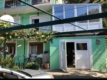 Prodajem stan u centru Igala C.Gora