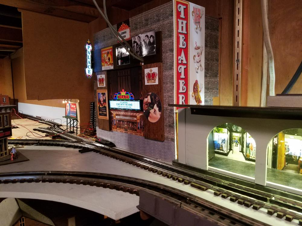 Walthers Cornerstone Palace Theater Vs Miller Engineering Theater Sign  O Gauge Railroading On