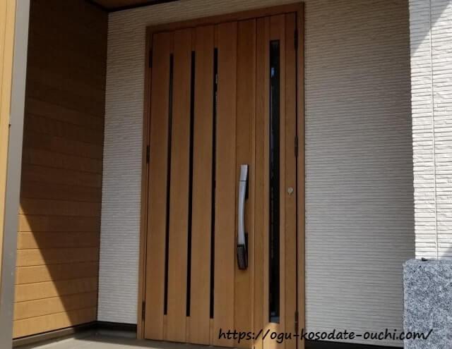 電子錠(スマートキー)が付いた玄関ドア