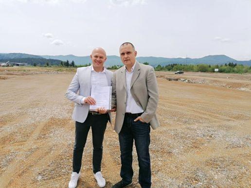 Ogulin.eu Župan Damir Jelić uručio građevinsku dozvolu