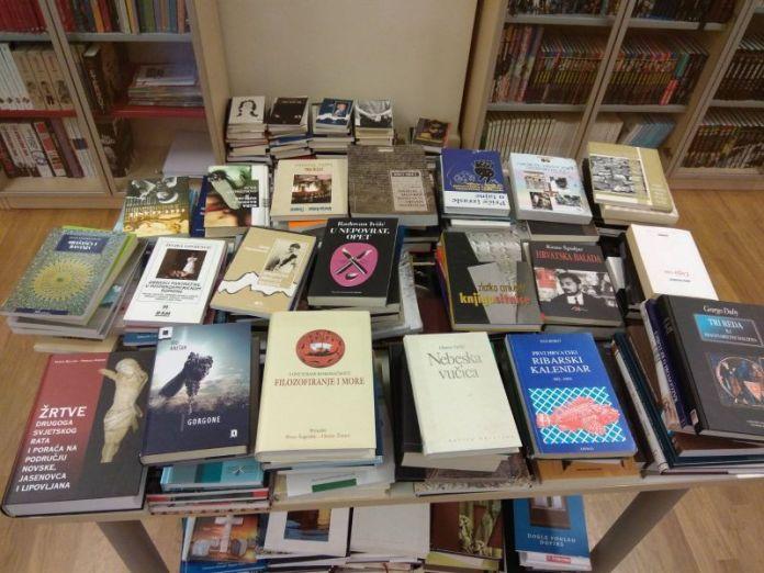 Ogulin.eu Sajam knjiga u ogulinskoj gradskoj knjižnici