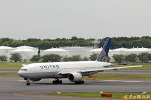 UNITED B777-200 (シンガポール→成田)
