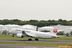 JAL B787-8 (成田→パリ)