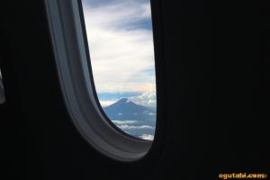 窓越しのMt.Fuji