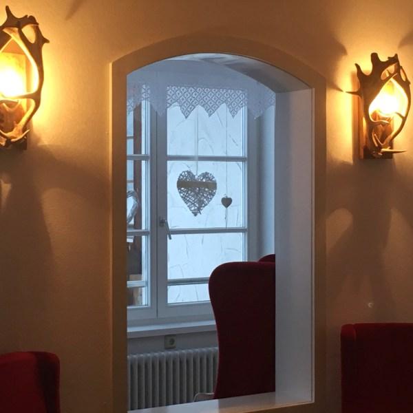 Geweih wandlampe, damhirsch, exklusive Geweih wandlampen, wandlampen aus geweih, forkl, johannes forkl, oh my deer, omd, geweih wandlampen klein, luxuriöse wandlampe aus echtem geweih, geweih wohnzimmerdeko, manufaktur österreich, maßanfertigung