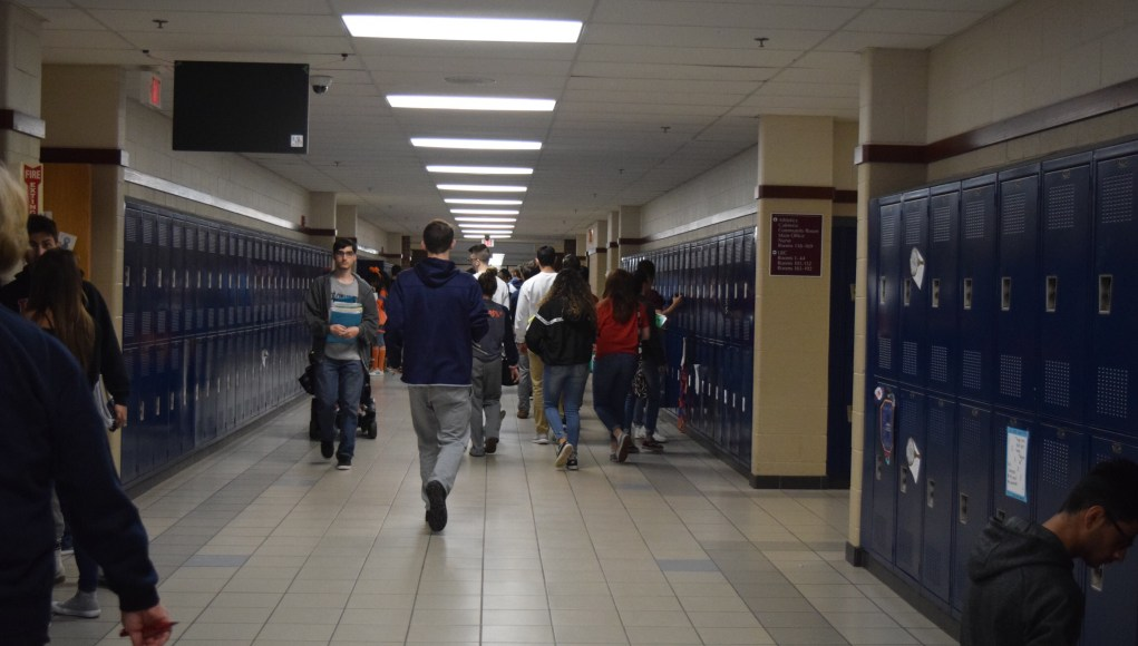 OHS students in the hallway