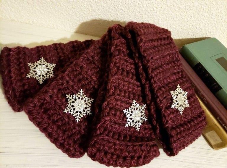 Free Merlot Snowflake Crochet Ear Warmer Pattern
