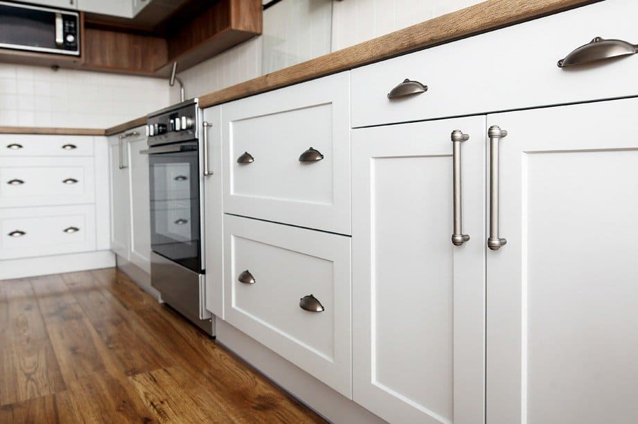 Should I Replace Or Refinish My Kitchen Cabinets?