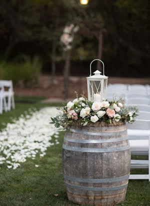 outdoor wedding decoration ideas with wine barrel and