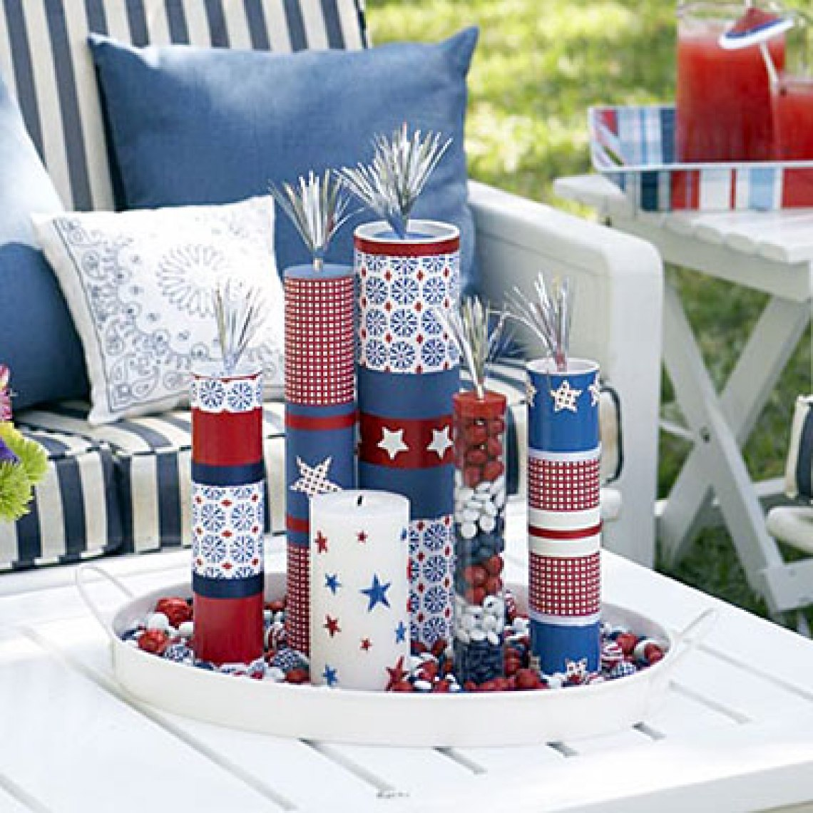 Star Spangled Sparklers. Paper Star Lights Garland. 10 Easy 4th of July Crafts to Make in 2018. Fourth of July is the perfect time to do some DIY projects to celebrate America! Make your house look patriotic with these simple red white and blue crafts. You can find 4th of July wreaths, centrepieces, firecrackers and all other 4th of July decor here. Most of these 4th of July crafts can be made by kids and toddlers. 4th of July crafts kids, 4th of July Crafts DIY, 4th of July crafts preschoolers #4thofJulycrafts