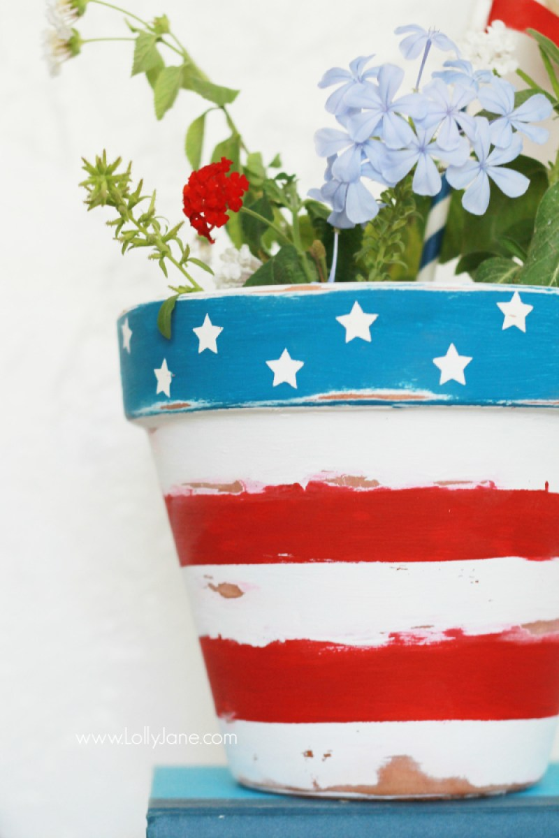 Stars and Stripes DIY Flower Pot. Paper Star Lights Garland. 10 Easy 4th of July Crafts to Make in 2018. Fourth of July is the perfect time to do some DIY projects to celebrate America! Make your house look patriotic with these simple red white and blue crafts. You can find 4th of July wreaths, centrepieces, firecrackers and all other 4th of July decor here. Most of these 4th of July crafts can be made by kids and toddlers. 4th of July crafts kids, 4th of July Crafts DIY, 4th of July crafts preschoolers #4thofJulycrafts
