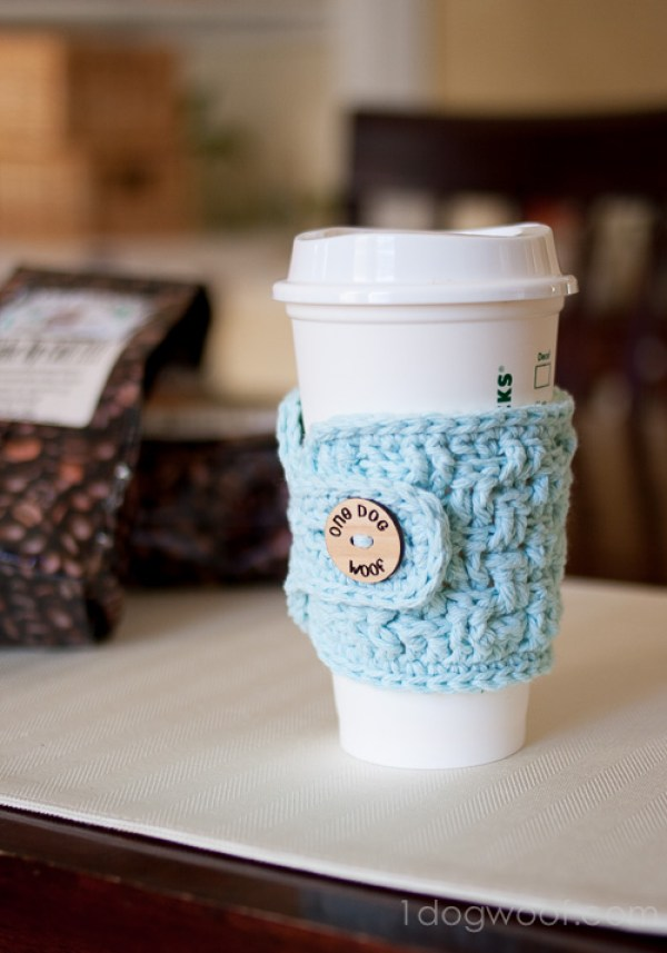 Crochet Basketweave Cup Cozy - 10 Easy Crafts For Kids To Make And Sell For Extra Money. These simple homemade ideas that can be made using dollar stores items and other cheap things. Awesome DIY projects and best-selling crafts can be sold on Etsy or at craft fairs.