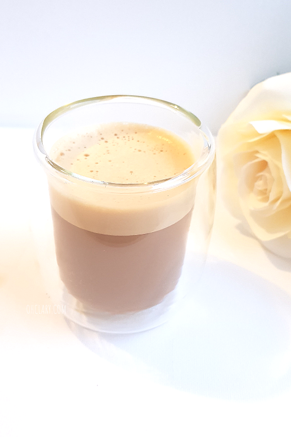 Best Easy Keto Bulletproof Coffee Recipe For Losing Weight! Bulletproof coffee has so many incredible benefits for your health that it is a crime not to try it out for yourself! It can be made with heavy cream and grass-fed butter as well as MCT coconut oil powder and coffee. You can even make a decaf iced bulletproof coffee if you prefer. #bulletproofcoffee #ketogenic