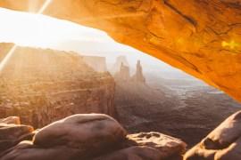 En oförglömlig soluppgång vid Mesa Arch i Canyonlands