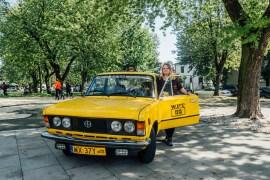 Upplev Warszawa från baksätet av en gul Fiat
