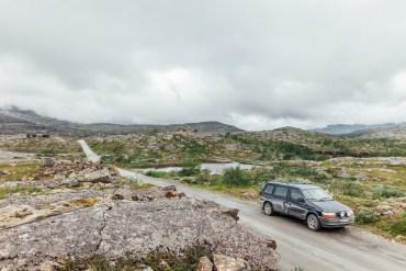 Riksgränsen - att stå med ena foten i Sverige och den andra i Norge