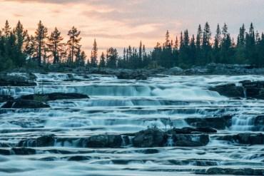 Fyra vattenfall längs Vildmarksvägen