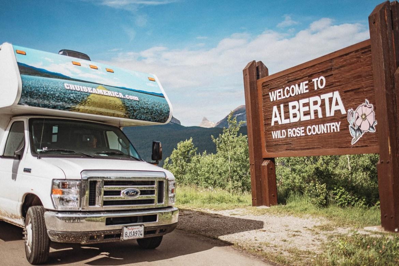 Vi hade inga problem att köra vår Cruise America-husbil över till Kanada för en dagsutflykt.