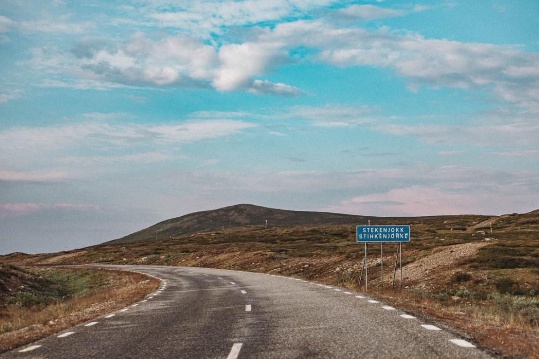 Köra längs Vildmarksvägen och uppleva allt det där vi inte hann med sist