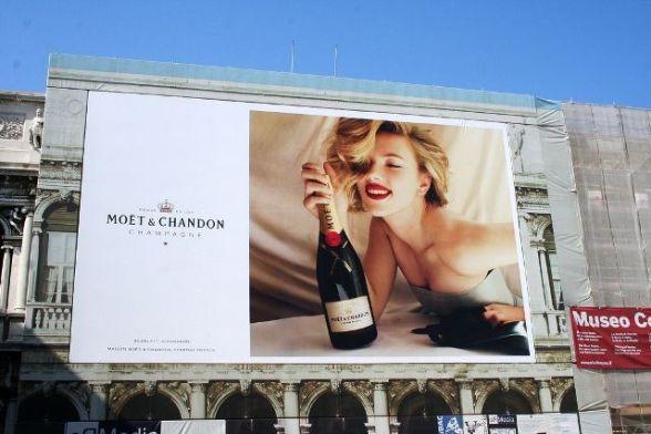 Anúncio de outdoor de Scarlett Johansson