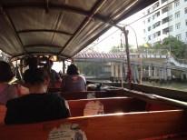 Taxibootsfahrt auf dem Khlong (seid froh, dass hier gerade nur eure visuellen Sinne und nicht euer Geruchssinn angesprochen wird!)