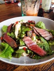 Mhhhm - frischer Salat mit gebratenem Thunfischfilet